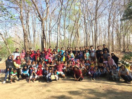 Kegiatan Outing Class Ajak Anak-Anak Dusun Pucunggrowong Berburu Harta Karun!