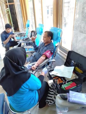 Aksi Donor Darah Remaja Masjid Al-Hikmah, Bukti Kepedulian Terhadap Umat